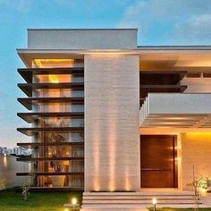 Eu estou encantada com essa fachada! Arquitetura é VIDA 😍👏🏻 Autoria de Elaine Zanon Architecture Design, Facade Design, Beautiful Architecture, Residential Architecture, Contemporary Architecture, Exterior Design, Villa Design, Modern House Design, Modern House Facades