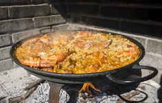 Paella de marisco, il mare in un piatto Spanish Paella, International Recipes, Risotto, Food And Drink, Traditional, Cooking, Ethnic Recipes, Scream, Halloween