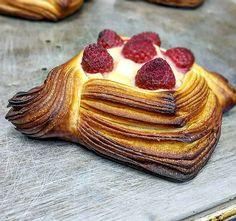 Baked out. 焼き上がりました!  #パン #パン屋さん #パン大好き  #ペストリー #クロワッサン #おやつパン  #あさごはん #コーヒー #おいしい  #千里丘 #吹田 #北摂 #北摂グルメ  #大阪 #大阪のパン屋さん  #croissant #pastry #danishpastry #pastrychef #viennoiserie #pastryelite #bbga #delistagrammer #eatmunchies #chefroll #feedfeed #f52grams #osaka .