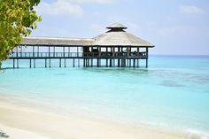 Travel the Life: REETHI BEACH - UN RESORT PARA DISFRUTAR DE LO MEJOR DE LAS MALDIVAS Beach Resorts, Gazebo, Outdoor Structures, The Maldives, Day Spas, Beach, Kiosk, Pavilion