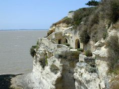 Sur la première photo, on aperçoit un carrelet typique du littoral de la Gironde et de Charente-Maritime, même si l'on en voit aussi maintenant en Vendée et ...