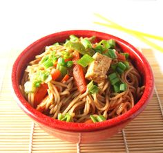 A delicious, easy and quick recipe for Thai noodles with a sweet and spicy peanut sauce.
