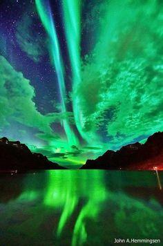 Beautiful northern lights!Meu deus, non podo morrer sen ver primeiro unha aurora boreal/austral...