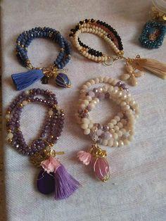 Tutorial on making a mixed color beaded bracelet. A colorful bracelet like a rainbow. Handmade Bracelets, Handmade Jewelry, Bracelet Making, Jewelry Making, Charm Bracelets For Girls, Beaded Jewelry, Jewelry Bracelets, Fashion Jewelry, Women Jewelry