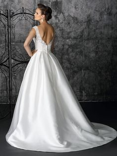 2013 Modern Satin Ballgown Sweetheart Chapel Train Beaded And Diamond Wedding Dress Diamond Wedding Dress, Wedding Dress 2013, Best Wedding Dresses, Designer Wedding Dresses, Bridal Dresses, Wedding Gowns, Bridesmaid Dresses, Wedding Designers, Gown Designer