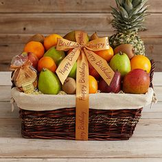 ribbon around basket idea 2 Fruit Salad Decoration, Fruit Centerpieces, Creative Gift Wrapping, Creative Gifts, Fruit Hampers, Apple Gifts, Fruit Birthday, Fruit Packaging, Fruit Gifts