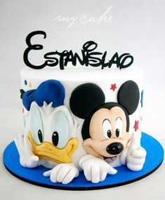 Mickey Mouse - cake by Natalia Casaballe Pastel Mickey, Mickey And Minnie Cake, Mickey Mouse Birthday Cake, Bolo Minnie, Mickey Cakes, Baby Birthday Cakes, Happy Birthday, Minni Mouse Cake, Donald Duck Cake