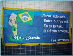 O EVA é um dos melhores amigos do professor, concorda? É barato, serve pra um montão de coisas e sempre está no seu armário, pronto e pedindo para ser usado. E de tanta gente nos pedir, selecionamos alguns modelos de murais que achamos na internet, com o tema da Independência do Brasil, para comemorar a … Continuar lendo Murais e Painéis de EVA para a Semana da Pátria