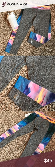 🆕LulaRoe Athletic Capri 🆕 New with tags LulaRoe Jade Athletic Capri in a gorgeous sunset pattern. Form fitting, no sag during work outs! 🌿 Feel free to ask me any questions! Check out my closet for more! Bundle to save 15% 🌿 LuLaRoe Pants Leggings