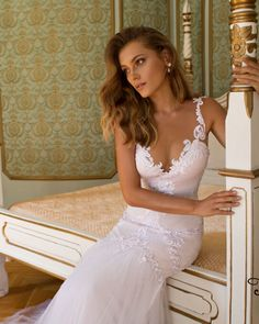 New Sexy V Neck Beach Bridal Gown White/Ivory Lace Mermaid Garden Wedding Dress