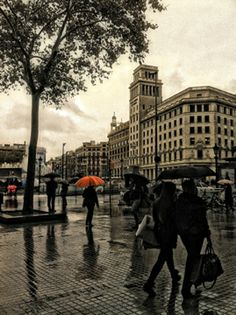 Tardor i pluja a Barcelona… Plaça Catalunya, Barcelona © Xaron White