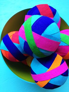 How to make your own surprise balls with beautiful crepe paper and a few small toys!