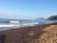 Stukje langs doodstil strand gelopen. Je hoort alleen het geluid van de golven. Arie slaapt nog.