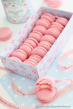 Vanilla Macaroons, Macaron Cookies, Cute Desserts, Delicious Desserts, Candy Pictures, Best Kids Watches, Dessert Boxes, Macaroon Recipes, Mothers Day Cake