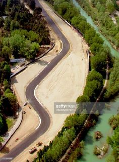 An aerial view taken 19 April 1994 of the Tamburello curve of the Imola racing track in San Marino, where Brazilian driver Ayrton Senna crashed and died during the San Marino Grand Prix F1 Crash, San Marino Grand Prix, Aryton Senna, Red Bull Racing, Car And Driver, Aerial View, Race Cars, Sad, Race Tracks