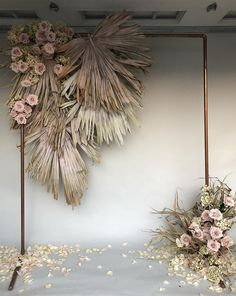 dried flowers make this neutral colored floral decoration, which is perfect for a wedding Backdrop 2018 Decoration Hugweddingplanner Flowers Wedding in Thailand A marvelous and abundant Thursday to you all! Nothing more satisfying A mix of dried and Copper Wedding, Green Wedding, Boho Wedding, Wedding Flowers, Wedding Shoes, Wedding Scene, Wedding Country, Wedding Bride, Floral Wedding