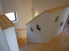 階段ホールにはお洒落なガラスブロック
