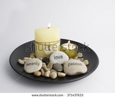 Table arrangement with candles and stones
