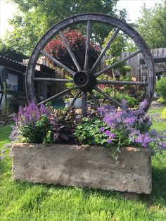 Search this site loaded with details on Easy Landscaping Diy Garden Yard Ideas, Garden Projects, Lawn And Garden, Garden Art, Garden Beds, Backyard Ideas, Diy Projects, Rustic Garden Decor, Rustic Gardens