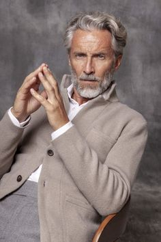 Older Mens Fashion, Mens Fashion Suits, Man Fashion, Suit Up, Suit And Tie, Business Casual Men, Men Casual, Grey Hair Men, Outfit Man
