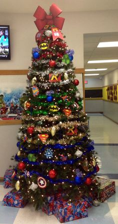 Love these super hero Christmas trees! Think I'll let the boys have their own Christmas tree in the playroom this year ;-)