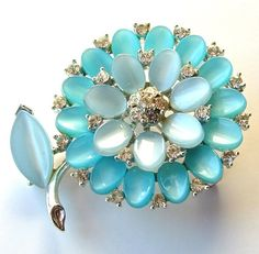 This would fit into my tiny new vintage brooch collection perfectly.