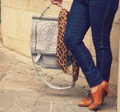 #Leopard #Print Scarf http://tupersonalshopperviajero.blogspot.com.es/2014/04/leopard-print-scarf-denim.html #denim #Oxford #shoes