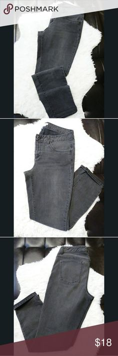 TOMMY HILFIGER skinny leg legging Tommy Hilfiger skinny leg legging Used Like New no signs of damage Made in Vietnam Tommy Hilfiger Jeans Skinny