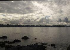Vista de Gijón desde el paseo marítimo. Luz entre las nubes de Gijón. by Tsuki Sirang on 500px