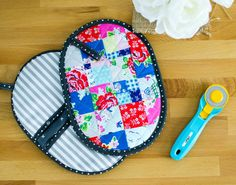 Patchwork Potholder with Pockets - a mini quilt for your kitchen! {free tutorial} — SewCanShe | Free Daily Sewing Tutorials