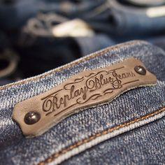 Ett par sköna jeans blir faktiskt bara snyggare med åren - håller ni med? #jeans #replay