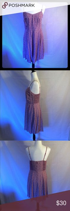 NWOT Old Navy burgundy/cream dress NWOT burgundy and cream dress size medium. Took tags off, but never worn. Excellent condition! Dress comes to knee. Has adjustable straps. Would look super cute shrug a burgundy or cream cardigan! Old Navy Dresses Midi