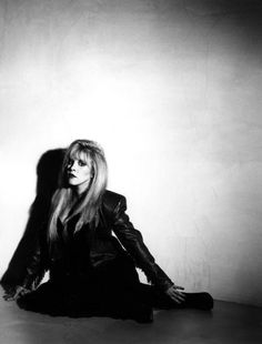 1990 Behind The Mask Fleetwood Mac Stevie Nicks photoshoot credit Greg Gorman Members Of Fleetwood Mac, Famous Legends, Buckingham Nicks, Gypsy Moon, Stephanie Lynn, Stevie Nicks Fleetwood Mac, Look Vintage, Beautiful Voice, Her Music
