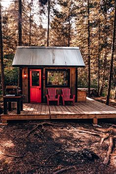 This tiny house has everything you need for the perfect glamping getaway! Tiny Cabins, Tiny House Cabin, Tiny House Design, Cabin Homes, Log Homes, Tiny Cabin Plans, Small Cabin Designs, Wood Cabins, Shed Cabin