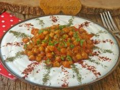 A Hearty, Light And Delicious Recipe: Chickpea Salad with Yogurt - Salat Chickpea Salad, Chana Masala, Salads, Curry, Veggies, Yummy Food, Ethnic Recipes, Karma, Amigurumi