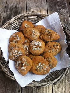 Crusty rolls by Finnish food editor Sikke Sumari. This time my husband was the baker. Vegan Baking, Bread Baking, Bread Recipes, Cooking Recipes, Going Vegan, Tasty Dishes, Delish, Yummy Food, Favorite Recipes