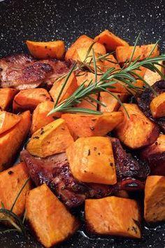 A húsvéti sonka előtt még jöjjön egy fantasztikus csirkecomb vacsora! Pot Roast, Healthy Recipes, Healthy Food, Dinner Recipes, Food And Drink, Meat, Ethnic Recipes, Carne Asada, Healthy Foods
