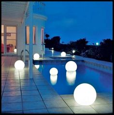 Exotic Swimming Pool Lighting<< So pretty! Can you do this in your pool? #poolsoftupelo