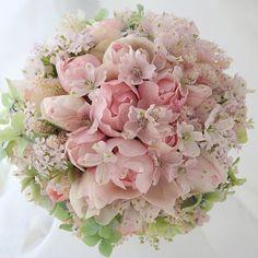 甘々ピンクのブーケ。ig では過去のブーケを中心にご紹介していますが、さらに遡り、2007年データに突入。は、8年前か〜#メマイ#wedding #花…