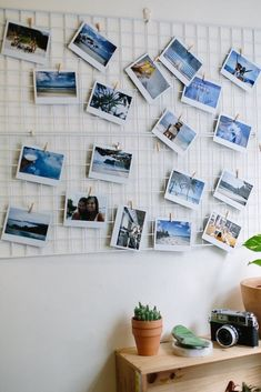 Room decor - quick diy mesh photo inspiration board a pair a spare Polaroid Pictures Display, Polaroid Display, Polaroid Wall, Hang Pictures, Polaroids, Instax Wall, Diy Wand, Diy Photo, Diy Wall Decor
