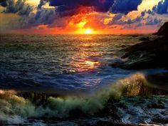 Peaceful sound of the crashing waves...