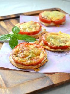 簡単なのに美味しすぎる♡ 一口サイズで楽しめる「おつまみピザ」レシピ10選 - LOCARI(ロカリ)