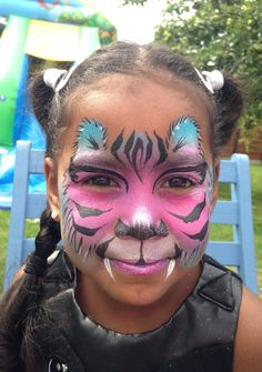 Pink and blue tiger by Hannah Ainsworth at www.freshandfunkyfaces.co.uk