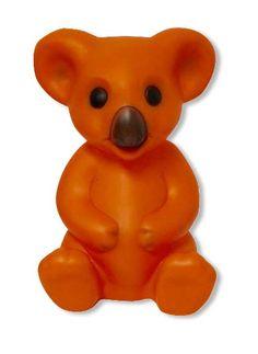 Dekolampe der Fa. Heico, Koala Bär in der Farbe Orange, Nase und Augen in Braunschwarz. Abmessung ca. H=33,5 cm B=23 cm T=19,5 cm Beleuchtung 230 V 50 Hz E14 max 10 Watt CE Kabel Weiß Neuware, Lieferung ohne Leuchtmittel !