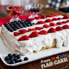 of July Vegan Flag Cake with Coconut Whip & Berries. Has a great vegan coconut whipped cream recipe! Patriotic Desserts, 4th Of July Desserts, Patriotic Bunting, Summer Desserts, Vegan Treats, Vegan Desserts, Dessert Recipes, 4th Of July Cake, July 4th