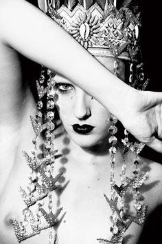 #black #white #photography #fashion #avantgarde #avant #garde #head #piece #headpiece