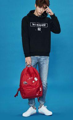 I like the backpack Joon Hyung, Park Hyung Sik, Korean Men, Asian Men, Asian Guys, Korean Style, Korean Celebrities, Korean Actors, Asian Actors