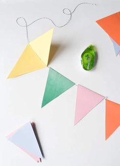 DIY Party Bunting: Easy, Cheap & Festive – Francois et Moi – Diy and Crafts Diy Party Bunting, Diy Birthday Decorations, Diy Banner, Diy Party Garland, Bunting Ideas, Diy Bunting Paper, Baby Bunting, Doily Bunting, Diy Decorative Bunting