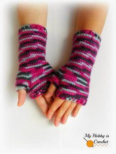 Bella Bricks Crochet Wristers/ Wrist Warmers - Free Crochet Pattern: http://www.myhobbyiscrochet.com/2014/09/bella-bricks-crochet-wrist-warmers-free.html #crochet #freepattern #crochetwristers #fingerlessmittens