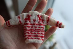 Hand knitted Christmas sweater in scale 112 by minis2you on Etsy, kr450.00